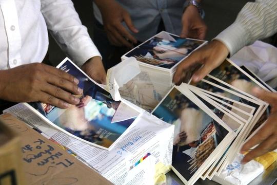 Tiêu hủy hơn 1.400 ấn phẩm vi phạm địa giới hành chính Việt Nam - Ảnh 1.