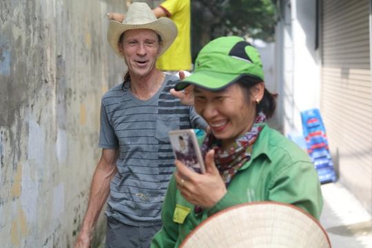 Gặp cựu binh Mỹ trở lại Hà Nội diệt… tường bẩn - Ảnh 12.