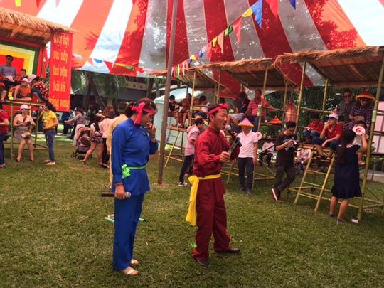 Hát bài chòi cổ tại Ngày hội người Bình Định tại TP HCM năm 2016.