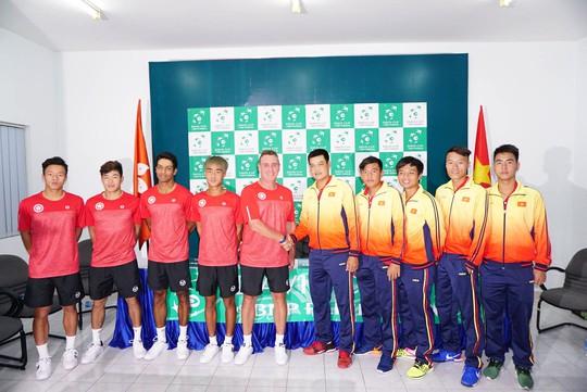 Hai đội tuyển quần vợt Việt Nam và Hồng Kông trong buổi họp báo trước trận