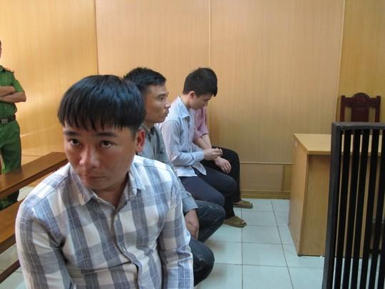 Nhóm Đồng Xuân Dũng tại phiên tòa sơ thẩm