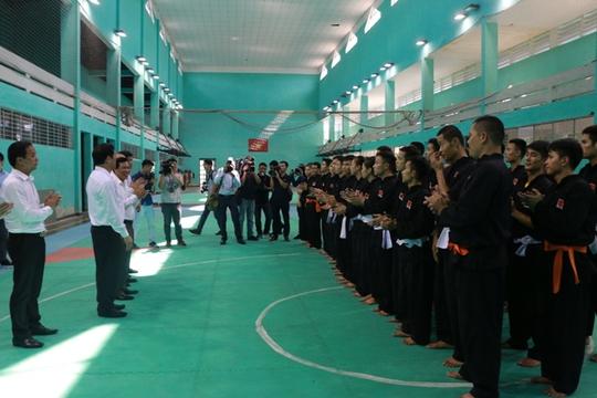 Bộ trưởng VH-TT-DL khích lệ VĐV dự SEA Games 29 - Ảnh 1.