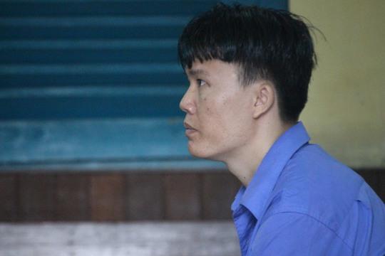 Nam thanh niên đâm chết tình địch bị tấn công tại tòa - Ảnh 1.