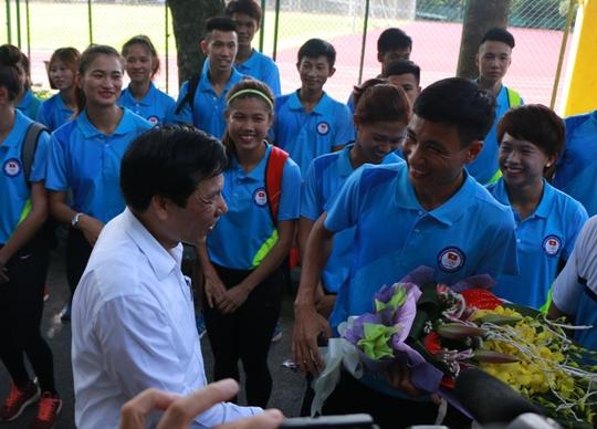 Bộ trưởng VH-TT-DL khích lệ VĐV dự SEA Games 29 - Ảnh 13.