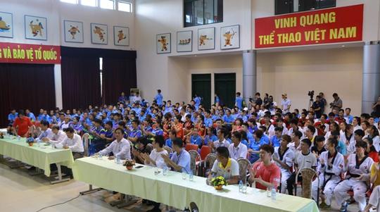 Bộ trưởng VH-TT-DL khích lệ VĐV dự SEA Games 29 - Ảnh 20.