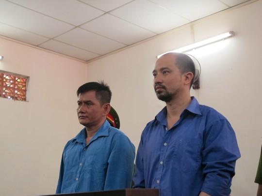 Trần Minh Tùng (phải) và Nguyễn Văn Hậu tại phiên tòa