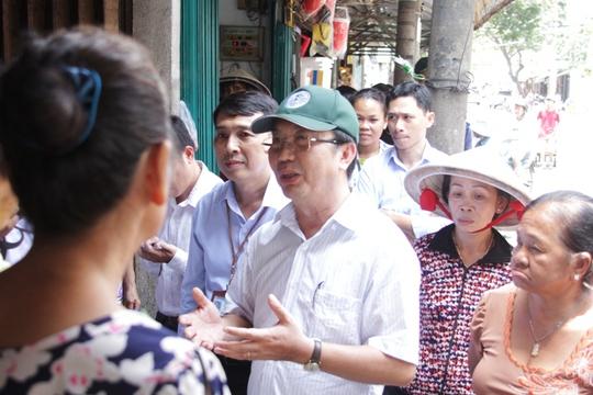 Ông Thuận giải thích về chủ trương của quận 1 trong chấn chỉnh vỉa hè cho người dân hiểu