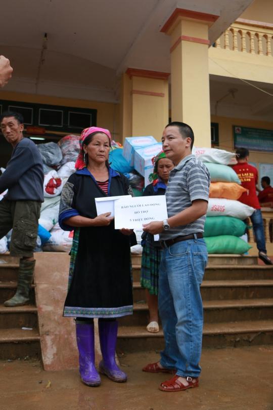 100 triệu đồng của bạn đọc được trao tận tay người dân Mù Cang Chải - Ảnh 7.