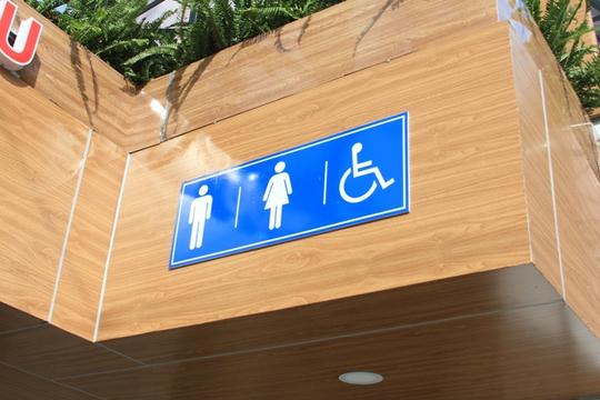 Riêng nhà vệ sinh ở giao lộ 3 tháng 2 - Lê Hồng Phong có thêm phòng riêng cho người khuyết tật