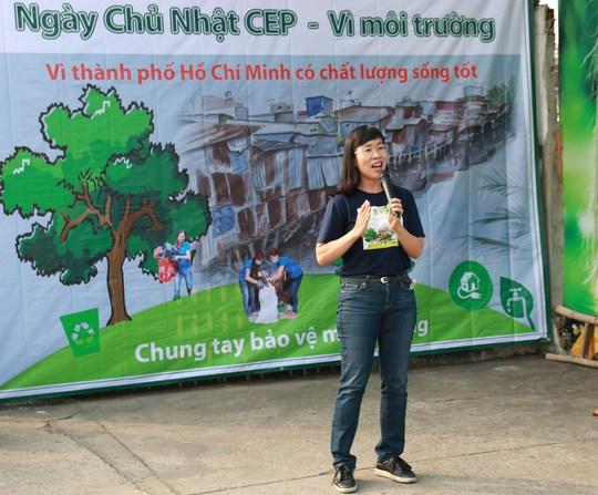 Bà Nguyễn Thị Hoàng Vân, Giám đốc Quỹ CEP kêu gọi đội ngũ nhân viên tín dụng và bà con thành viên nghèo chung tay bảo vệ môi trường sống