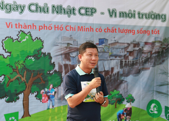 Ông Trần Đoàn Trung, Phó Chủ tịch LĐLĐ TP đánh giá cao hoạt động hướng về cộng đồng của ban giám đốc và tập thể nhân viên Quỹ CEP, xem đó là hành động thiết thực để xây dựng môi trường sống xanh, sạch, đẹp trong khu vực dân cư