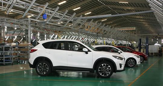Ngành sản xuất ô tô Việt Nam được dự báo, sẽ đối mặt với nguy cơ không thể cạnh tranh nổi, thậm chí là không tồn tại được, trước sức ép xe nhập khẩu.