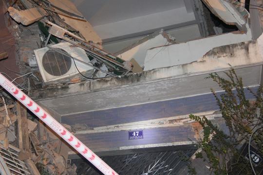 Hai căn nhà ở Sài Gòn bị sập do hàng xóm đào mống - Ảnh 2.