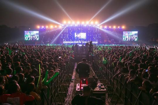 20.000 khán giả đốt cháy sân khấu liveshow Noo Phước Thịnh in Hanoi - Ảnh 6.