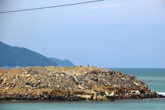 Khắc phục vụ lấn vịnh Nha Trang, chủ đầu tư cấm cửa báo chí - Ảnh 2.