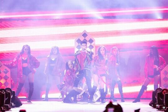 20.000 khán giả đốt cháy sân khấu liveshow Noo Phước Thịnh in Hanoi - Ảnh 4.