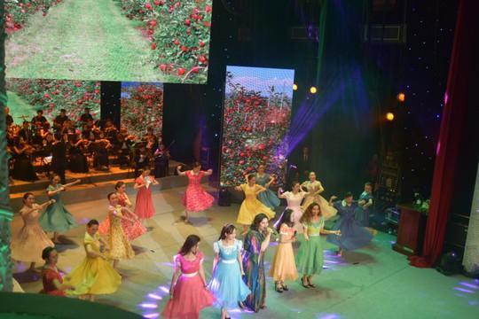 Rực rỡ đêm nghệ thuật Bài ca tháng mười Nga - Ảnh 9.