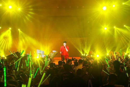 20.000 khán giả đốt cháy sân khấu liveshow Noo Phước Thịnh in Hanoi - Ảnh 3.
