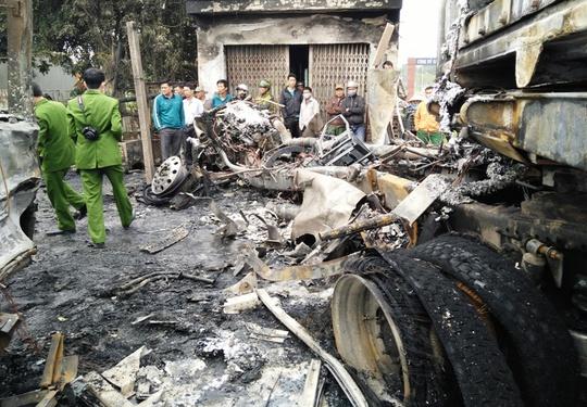 Chiếc xe đầu kéo cháy rụi phần đầu sau hỏa hoạn