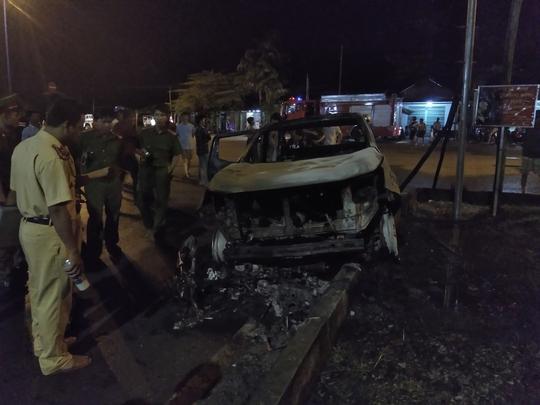 VIDEO: Ôtô và xe máy ở Phú Quốc cháy rụi kinh hoàng khi tông nhau - Ảnh 3.