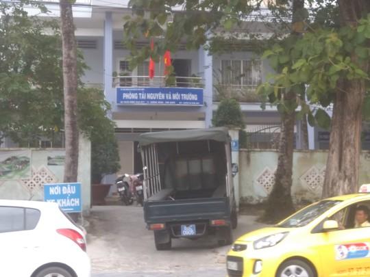 Bắt tạm giam cán bộ Phòng Tài nguyên - Môi trường Phú Quốc - Ảnh 1.