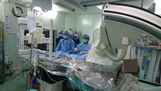 Cứu sống bệnh nhân tim mạch gặp trường hợp đặc biệt khó trị - Ảnh 1.