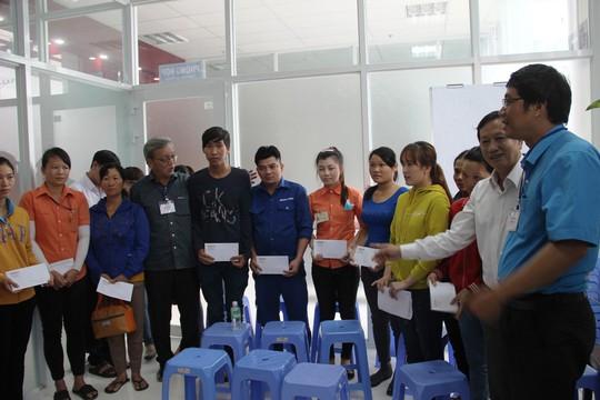 Báo Người Lao Động hỗ trợ công nhân Khánh Hòa tan hoang nhà cửa sau bão - Ảnh 10.