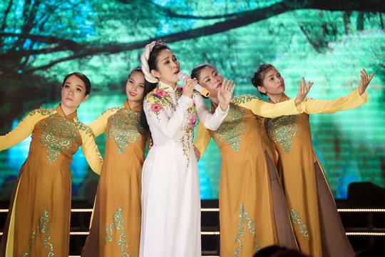 Thanh Thúy, Hạ Trâm cuốn hút đêm 10 Mai Vàng kết nối - Ảnh 4.