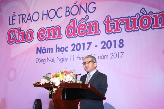 Trao tặng 400 suất học bổng cho học sinh Đồng Nai - Ảnh 1.
