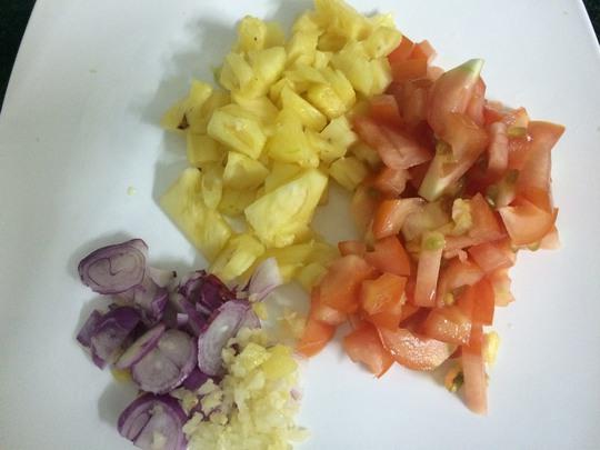 Đổi vị với món cá diêu hồng chiên sốt khóm cà chua - Ảnh 1.