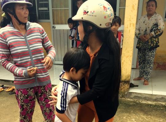 Uống sữa miễn phí, trên 400 học sinh tiểu học nhập viện - Ảnh 1.