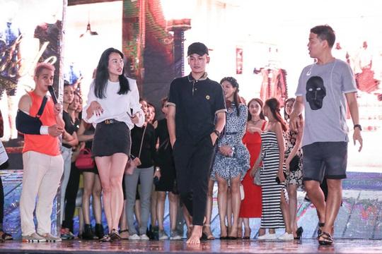 Trình diễn thời trang công nghệ trên phố đi bộ Nguyễn Huệ - ảnh 4
