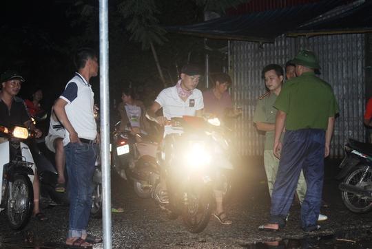 Nước lũ tràn đê sông Bưởi, khẩn cấp sơ tán dân - Ảnh 7.