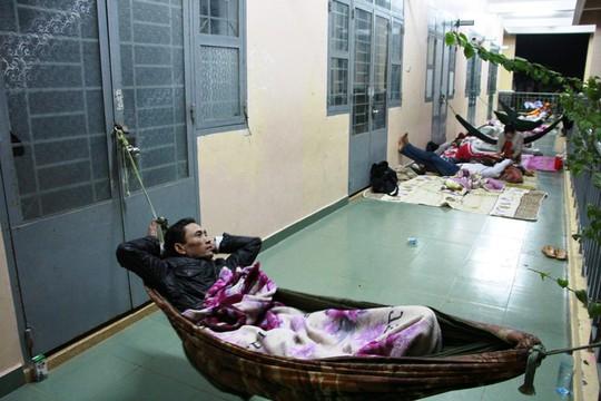 Nụ cười người dân Cần Giờ ở khu tránh bão số 16 - Ảnh 9.