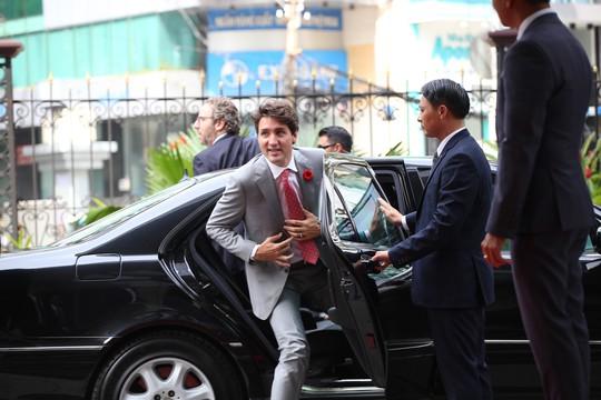 Thủ tướng Canada đánh cồng ở Sở Giao dịch chứng khoán TP HCM - Ảnh 1.