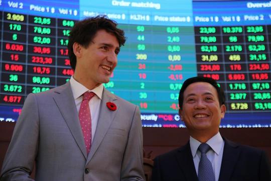 Thủ tướng Canada đánh cồng ở Sở Giao dịch chứng khoán TP HCM - Ảnh 7.