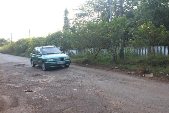 Xe né trạm BOT khiến đường làng kẹt cứng - Ảnh 2.