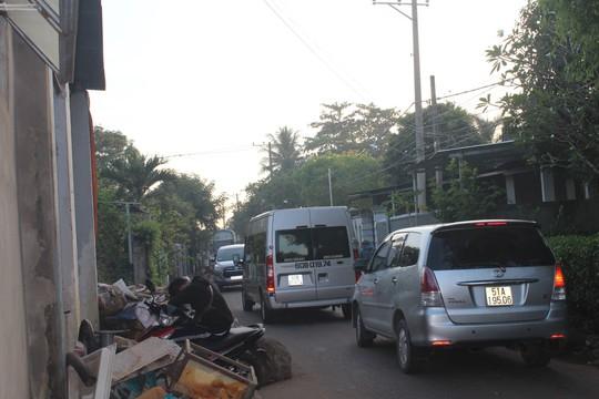 Xe né trạm BOT khiến đường làng kẹt cứng - Ảnh 14.