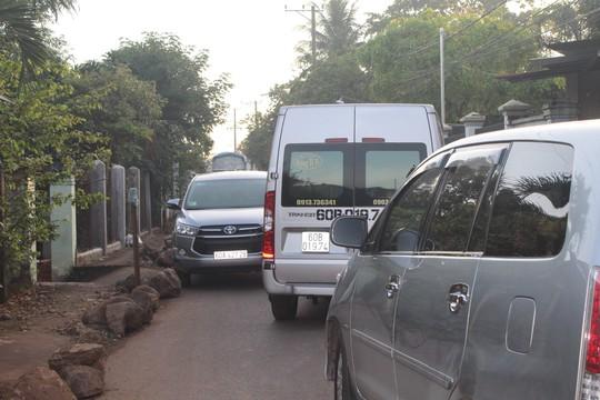 Xe né trạm BOT khiến đường làng kẹt cứng - Ảnh 12.