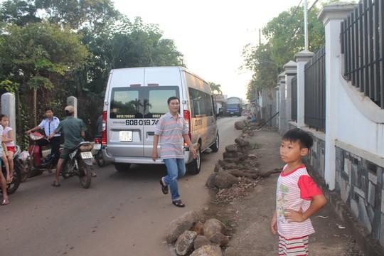 Xe né trạm BOT khiến đường làng kẹt cứng - Ảnh 9.