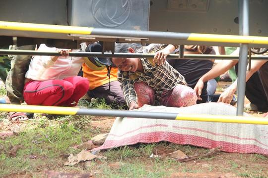 Tai nạn do xe bồn mất thắng tại đèn đỏ, nhiều người thương vong - Ảnh 2.