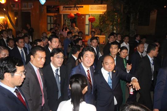Thủ tướng hai nước dự Không gian Văn hóa hữu nghị Việt - Nhật - Ảnh 2.
