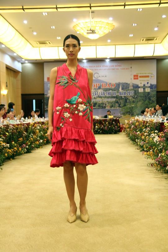 Mãn nhãn với Tơ lụa Bảo Lộc trong Festival hoa Đà Lạt 2017 - Ảnh 9.