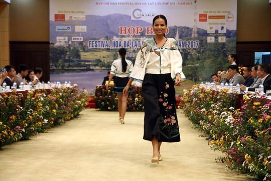 Mãn nhãn với Tơ lụa Bảo Lộc trong Festival hoa Đà Lạt 2017 - Ảnh 7.