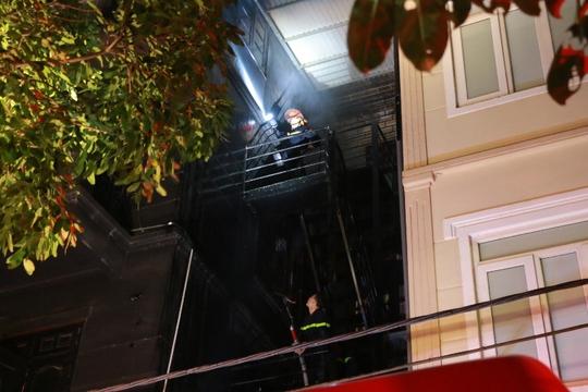 Kiểm tra hồ sơ quán karaoke 4 tầng bị cháy - Ảnh 3.