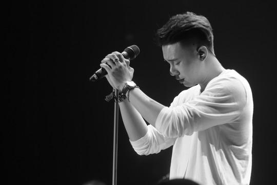 Ca sĩ Đông Hùng: Không muốn chứng tỏ, hơn thua với ai - Ảnh 1.