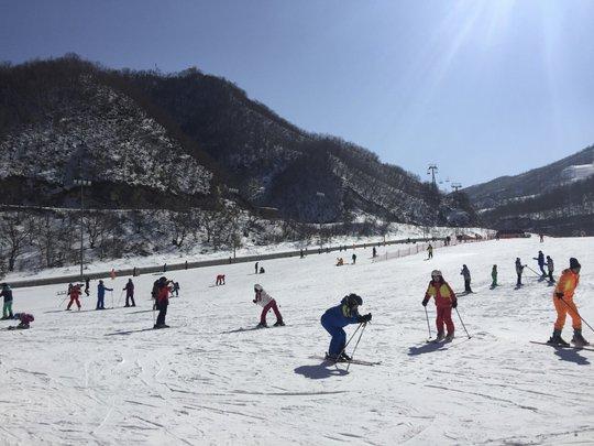 Du lịch Triều Tiên kiểu mới: Vừa tắm biển vừa ngắm bắn tên lửa - Ảnh 4.
