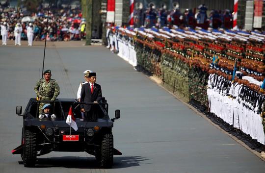 Tổng thống Indonesia đi bộ hơn 2 km vì kẹt xe - Ảnh 3.