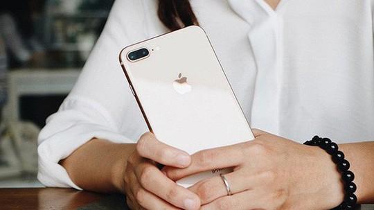 Khách hàng đặt cọc mua iPhone 8 sụt giảm mạnh - Ảnh 1.