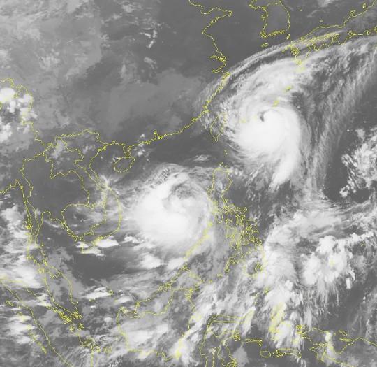 Bão số 10 vào Biển Đông song hành cùng siêu bão Talim - Ảnh 2.